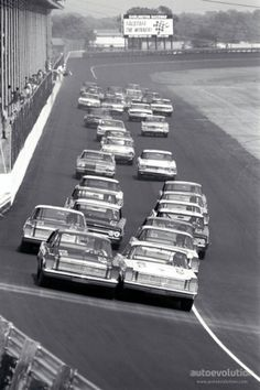 Rebel 300 start Photo: (Courtesy of the Ford Racing Archives) Darlington, SC, May Junior Johnson (right in photo, on pole) and Marvin. Nascar Cars, Nascar Racing, Drag Racing, Auto Racing, Darlington Raceway, Vintage Race Car, Vintage Auto, Old Race Cars, Ford Galaxie