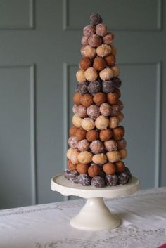 """Donut holes """"tree"""" flaning the dessert bar- elegant and unpretentious all at once. Brings to mind the french wedding """"cake"""" tradition of the croque en bouche, too! (we can get ours from Blue Dot donuts and keep things local! Donut Wedding Cake, Wedding Donuts, Donut Party, Dessert Wedding, Beaux Desserts, Mini Desserts, Dessert Simple, Cupcakes, Cupcake Cakes"""