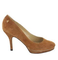 Zapato de ante en Camel con plataforma. Un modelo de zapato básico y agradable. Ref.6636 //Suede platform heel shoe in dark Camel. Basic and nice. Ref.6636