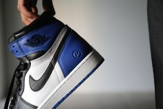Picture of A Closer Look at fragment design x Air Jordan 1 Retro High OG Jordan 1 Black, Jordan Retro 1, Jordan Shoes Wallpaper, Teen Guy Fashion, Men's Fashion, New Basketball Shoes, Bleu Royal, Royal Blue, Baskets
