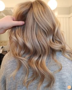 Light Blonde Hair, Blonde Hair Looks, Balayage Hair Blonde, Brown Blonde Hair, Light Hair, Darker Blonde, One Hair, Dye My Hair, Hair Dos