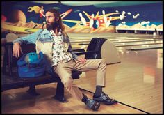 Big Lebowski–Kult model Anders Lindstrom takes on the role of Jeffery Lebowski from the cult classic film for his latest fashion story with Viktor magazine. Film Man, The Big Lebowski, Classic Films, Fashion Story, Bowling, Male Models, Editorial Fashion, Fashion Photography, Menswear