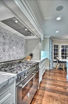 Astounding Useful Tips: Rock Backsplash Kitchen beveled marble backsplash.Travertine Backsplash Diagonal backsplash with white cabinets modern. Elegant Kitchens, Beautiful Kitchens, New Kitchen, Kitchen Decor, Kitchen Ideas, Kitchen Grey, Stone Kitchen, Decorating Kitchen, Wooden Kitchen