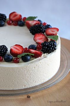 Recipe: almond blancmange Just a few observations and tidbits tonight and then I'm going to send you all off to Tartelette's place, okay? Pie Cake, No Bake Cake, No Bake Desserts, Delicious Desserts, Sweet Recipes, Cake Recipes, Blancmange, Milk Dessert, Cupcakes
