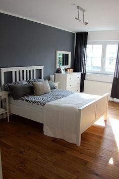 Ein hübsches Blau-Grau als Wandfarbe im Schlafzimmer. www.kolorat.de ...