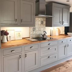 Whereas traditional Shaker kitchens featured timber knobs, it's easy to introduc. Whereas traditional Shaker kitchens featured timber knobs, it's easy to introduce satin nickel, vintage br Home Kitchens, Rustic Kitchen, Kitchen Design, Kitchen Renovation, Modern Kitchen, Country Kitchen, New Kitchen Cabinets, Home Decor Kitchen, Kitchen Interior