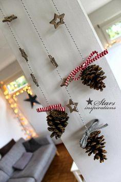 weihnachtsdekoration ideen wanddekoration diy tannenzapfen sterne girlande…                                                                                                                                                     Mehr