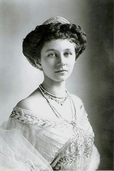 Princess Victoria Louise of Prussia wed Ernst Augustus, Duke of Brunswick on 24 May 1913. Their daughter, Frederika, took the tiara with her when she wed