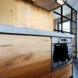 www.nice-id.nl, Oud eiken keuken met natuursteen/houten blad.