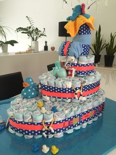 Homemade diaper cake boat shape baby shower, gâteau de couches bébé garçon.