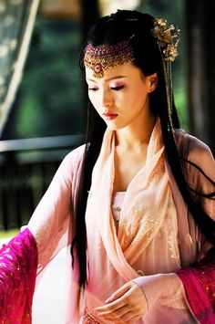 Hanfu: traditional Chinese costume. Tang yan in  Chinese Paladin 3.