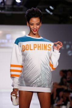 I want this sweatshirt. NOW.