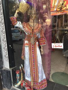 #Amazighe #ByLka #Robe #Kabyle #laClasse Pakistani Dresses, Indian Dresses, Bridal Dresses, Prom Dresses, Lace Tunic, Traditional Dresses, African Fashion, White Lace, Caftans