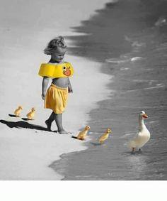 ▬ Lascerai dietro te quelle persone che non hanno saputo guadagnarsi un posto sicuro in quel lungo viaggio chiamato vita. Lascerai dietro di te ogni parola stupida, ogni giudizio leggero, ogni offesa e anche ogni rancore. Perché capirai che portare tutto questo con sé lungo la strada non serve. Per camminare in avanti si deve portare con sé solo ciò che vale ▬.