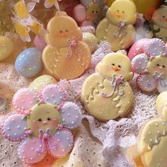 Sugar blossoms and sweet chicks - Cake by Teri Pringle Wood