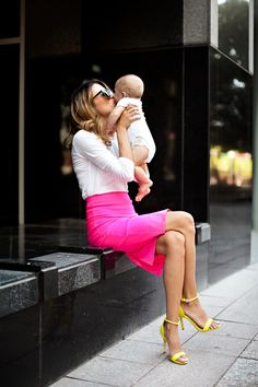 Well hello, cutest mom ever! Dont know how she can walk steady in those stilettos but more power to her! Love the neon pink skirt. Makes business fashion fun. Pink Pencil Skirt, Neon Skirt, Bcbg, Outfit Trends, Outfit Ideas, Mommy Style, Looks Style, Look Chic, Ideias Fashion