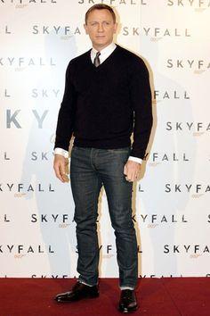 Daniel Craig in sweater & jeans