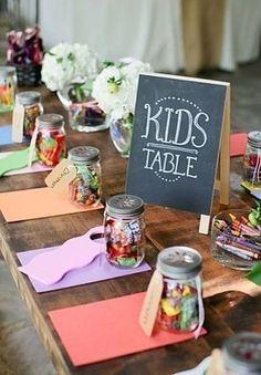 CASÓRIO KIDS   quando o casamento é celebrado em casa, geralmente, os convidados se sentem mais à vontade para levar as crianças. E para que elas também se divirtam, crie um espaço onde a criançada possa desenhar e brincar. #TecnisaDecor #CasaremCasa #Casamento #MêsdasNoivas #Noiva #Inspire-se #Tecnisa Foto: MystaKool