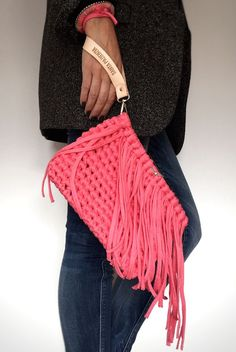 Discover thousands of images about Written pattern Roxie Crochet pochette ITALIAN by KatyHandmade Crochet Clutch, Crochet Handbags, Crochet Purses, Knit Crochet, Crochet Bags, Diy Purse Making, Cluch Bag, Pochette Diy, Crochet T Shirts