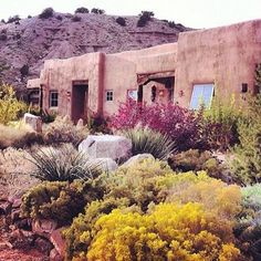 Colors lovin' via @bohojungalow #modernsouthwestern #western #colourinspiration #pink #purple #yellow #desert #gypsy #traveller #atlasfound
