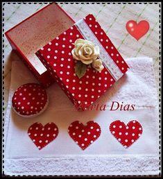 conjunto caixa toalha e sabonete vermelho