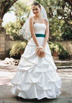 4bc49195e94 24 best Wedding Ideas - Bridal Gowns   Shoes images on Pinterest ...