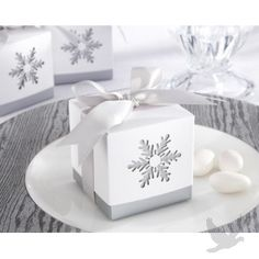 """""""Winter Dreams"""" Snowflake Favor Box... Wedding ideas for brides, grooms, parents & planners ... https://itunes.apple.com/us/app/the-gold-wedding-planner/id498112599?ls=1=8 … plus how to organise an entire wedding ♥ The Gold Wedding Planner iPhone App ♥"""
