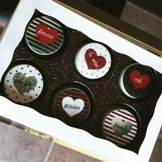 Chocolate covered oreos for Valentines Day anyone??? Thank you for the edible images @thenewyorkcakepopery