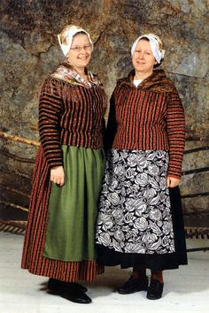Haapajärven ja Reisjärven kansallispuku Folk Costume, Costumes, Fashion History, Finland, Lace Skirt, Folk Clothing, Culture, Traditional, Folklore
