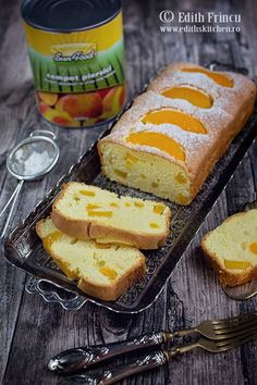 Chec cu piersici Loaf Cake, Hot Dog Buns, Sweet Treats, Food And Drink, Sweets, Bread, Cooking, Recipes, Canning