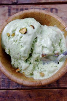Healthy Almond Pistachio Frozen Yogurt (no ice cream machine needed!) via Nutritionist in the Kitch
