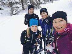 Hiihtoposse Tiirismaan laella juoma- ja selfietauolla. Viikolla laitettiin WhatsApissa hiihtämään-ryhmä pystyyn ystävien kesken tänään sivakoitiin yhdessä samoilla laduilla Jyväskylä Lahti Helsinki Kirkkonummi edustuksella. Kiitos viikonlopun hiihtoseurasta naiset!  #crosscountryskiing #hiihto #xcskiing #xcski #lahti #hollola