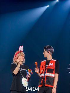 Baekhyun, Chanbaek Fanart, Exo Concert, Park Bo Young, Korea, Exo Memes, Celebrity Dads, Celebrity Style, Shows
