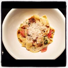 Parpadelle with white wine cream sauce with fresh tomatoes and Chicken