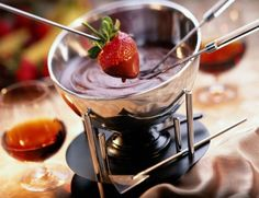 Chocolate Fondue and Champagne at the CA Wine Room in Long Beach. Wine Tasting deals at Long Beach's best wine bars and wine tasting rooms.