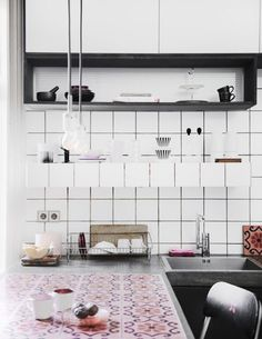 EN MI ESPACIO VITAL: Muebles Recuperados y Decoración Vintage: Una cocina moderna con hidráulico { Vintage tiles in a modern kitchen }