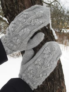 Ravelry: Project Gallery for Regina Cable & Bobble Fingerless Mitts pattern by SmarieK-free pattern