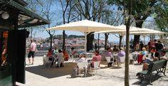 Esplanada Miradouro de São Pedro de Alcântara, that many believe this is Lisbon's most beautiful viewpoint. Portugal Travel, Day Trips, Trip Planning, Adventure Travel, Spain, Places To Visit, Street View, Country, Lisbon Portugal