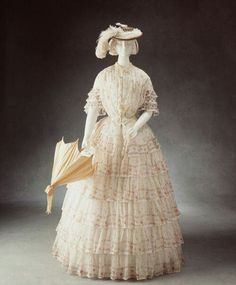Historical fashion and costume design. 1850s Fashion, Victorian Fashion, Vintage Fashion, Victorian Era, Vintage Gowns, Mode Vintage, Vintage Outfits, Vintage Hats, Antique Clothing