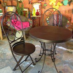 Mesa de ferro e cadeiras!!! <3
