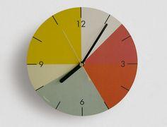 Une décoration murale sympa, qui promet une fois colorée.  Diamètre : 21, 5cm  MDF et impression sur quartz de papier non couché Uhrwek