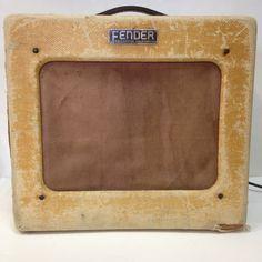 "1951 Fender Tweed TV ""Deluxe"" Fender Vintage, Vintage Tv, Vintage Music, Vintage Guitars, Fender Stratocaster, Fender Guitar Amps, Bass Guitars, Fender Esquire, Leo Fender"