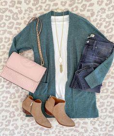 My Winter Capsule Wardrobe - Classy Yet Trendy Capsule Wardrobe Winter, Winter Dress Outfits, Winter Outfits For Work, Cute Outfits, Dress Winter, Trendy Outfits, Weekender, Winter Office Wear, Moda Grunge