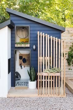The Little Merc Modern Playhouse Reveal and Sherwin& Color .- The Little Merc Modern Playhouse Reveal und Sherwins Farbe des Jahres 2020 The Little Merc Modern Playhouse Reveal and Sherwin& Color of - Cubby Houses, Play Houses, Modern Playhouse, Garden Playhouse, Outdoor Playhouse For Kids, Kid Playhouse, Playhouse Decor, Casa Kids, Outdoor Lighting