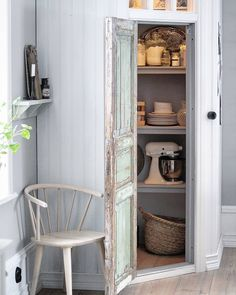 Modern Cabin Interior, Country Interior, Kitchen Interior, Interior Design Living Room, Pantry Room, Kitchen Pantry, French Country Kitchens, Scandinavian Living, Farmhouse Style Decorating