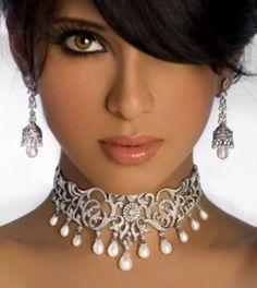 Bridal jewelled collar. Colar ? Que colar ?