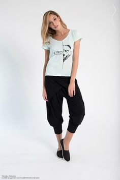 Christine Halwachs Model Photos, Capri Pants, Fashion, Model Headshots, Capri Pants Outfits, Moda, Capri Trousers, Fasion, Trendy Fashion