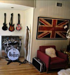 Decoração com Beatles Rock Band e quadro Uk