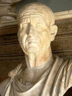 Gaius Messius Quintus Traianus Decius римский император в 249—251 годах. происходил из Паннонии Получив власть, Деций организовал во всём государстве первое систематическое преследование христиан. Он погиб в битве с вторгшимися в империю племенами карпов и готов у Абриттуса в Мезии вместе со своим сыном Гереннием Этруском