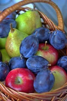 A beautiful basket of fruit. Fruit And Veg, Fruits And Vegetables, Fresh Fruit, Fruit Picture, Plant Based Nutrition, Beautiful Fruits, Juice Plus, Mixed Fruit, Exotic Fruit